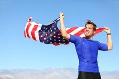 Ung man för idrottsman nen med amerikanska flaggan Fotografering för Bildbyråer