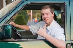 Ung man i en bil 2 Royaltyfria Bilder