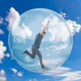 Ung man i en bubbla fotografering för bildbyråer
