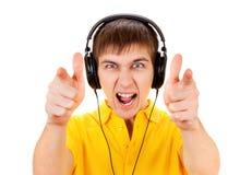 Ung man i hörlurar arkivfoton