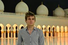 Ung man i moskén royaltyfri bild