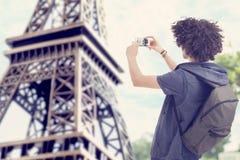 Ung man i Paris Fotografering för Bildbyråer
