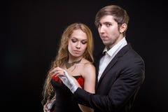 Ung man i vita handskar och blond kvinna Fotografering för Bildbyråer