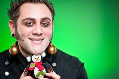 Ung man klätt som jul som älskar Emo Goth Arkivbilder