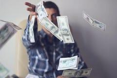 Ung man med dollar royaltyfri fotografi