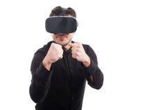 Ung man med exponeringsglas som 3d spelar leken Royaltyfri Fotografi