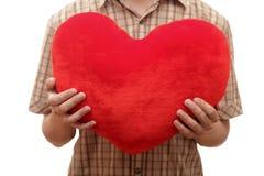 Ung man med hjärta i händer Arkivbild