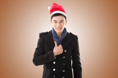 Ung man med julhatten fotografering för bildbyråer