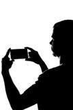 Ung man med telefonen i hans händer Arkivfoton