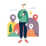 Ung man som ser mobiltelefonapps Online-tjänst i smartphone Royaltyfria Bilder
