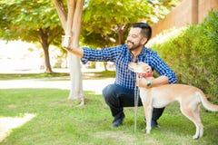 Ung man som tar selfie med hans hund Fotografering för Bildbyråer