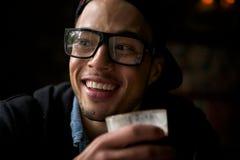 Ung man som tycker om kaffe Royaltyfria Foton