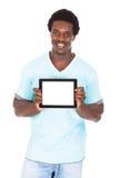 Ung man som visar den Digital minnestavlan Arkivbilder