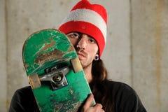 Ung manHoldingSkateboard Fotografering för Bildbyråer