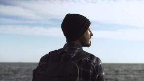 Ung manlig handelsresande lager videofilmer