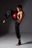 Ung manlig kickboxer Royaltyfri Fotografi