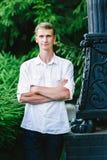 Ung manlig stående i natur royaltyfri bild