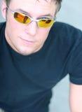 ung mansolglasögon Arkivfoton