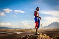 Ung Masai nära sjön Arkivbilder