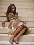 Ung modekvinna på moment fotografering för bildbyråer