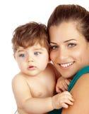 Ung moder med sonen Arkivfoton