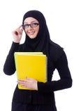 Ung muslimkvinna med boken Arkivbild