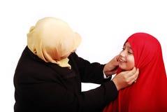 Ung muslimkvinnlig i traditionell kläder med li Royaltyfri Foto