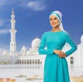 Ung muslimsk kvinna fotografering för bildbyråer