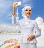Ung muslimsk kvinna royaltyfri fotografi
