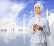 Ung muslimsk kvinna arkivfoto