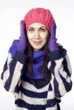 Ung nätt kvinna i vinterkläder Fotografering för Bildbyråer