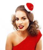 Ung nätt lycklig le brunettkvinna på jul i santas Royaltyfri Bild