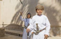 Ung omani pojke med ett svärd Royaltyfri Bild