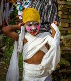 Ung pojke i den GaijatraThe festivalen av kor Arkivbild
