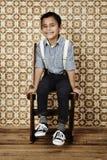 Ung pojke i skjorta och hänglsen Royaltyfri Bild