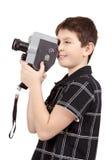 Ung pojke med den gamla kameran för tappningmotsvarighet 8mm fotografering för bildbyråer