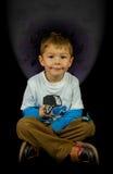 Ung pojke med fjärilar royaltyfria foton