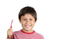 Ung pojke som borstar tänder royaltyfri foto