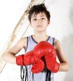 Ung pojke som en boxare royaltyfri foto