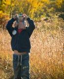 Ung pojke som experimenterar med fotografi Royaltyfria Bilder