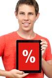 Ung pojke som rymmer en tablet med en rabatt Fotografering för Bildbyråer