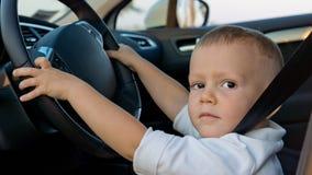 Ung pojke som simulerar att köra Royaltyfria Bilder