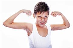 Ung pojke som slader bicepsen Arkivfoton