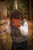 Ung pojkestående Fotografering för Bildbyråer