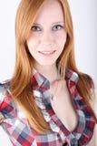 Ung redheadflickastående Royaltyfria Bilder