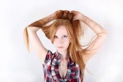 Ung redheadflickastående Royaltyfri Foto