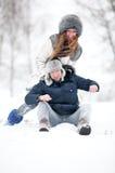 ung rolig det fria för par royaltyfri bild