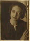Ung rumänsk kvinnastående Arkivbilder