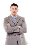 Ung säker affärsman med vikta armar Arkivfoto