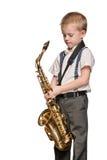Ung saxofonspelare på vit arkivfoto
